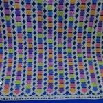 kucuk-renkli-motiflerden-tig-isi-bebek-battaniyesi-1