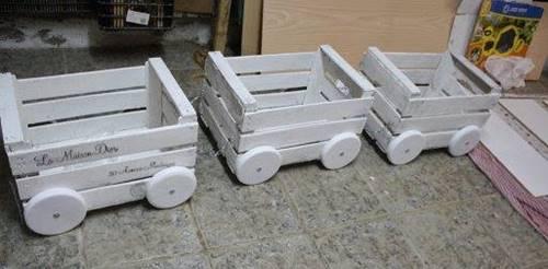 tahta-kasalardan-bahceye-dekoratif-tren-yapimi-5