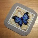 etamin-ustune-boncuklardan-kelebek-yapilisi-12