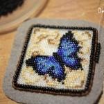 etamin-ustune-boncuklardan-kelebek-yapilisi-18