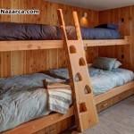 duvara-monte-edilen-ranzali-ahsap-yataklar