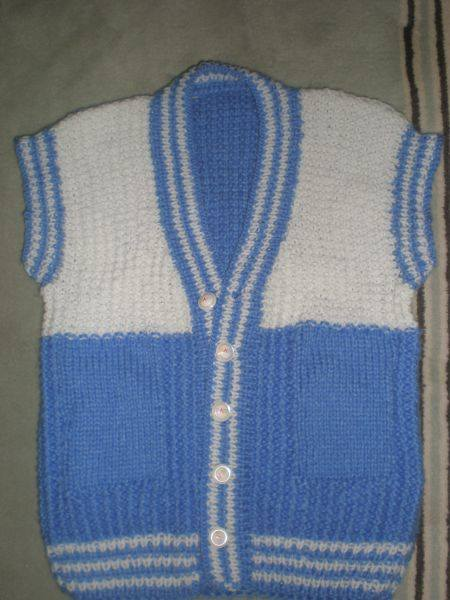 mavi-beyaz-erkek-bebek-yelegi