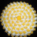 sari-beyaz-yuvarlak-cicek-motifli-ceyizlik-orgu-lif