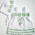 yazlik-orgu-beyaz-sapkali-tig-isi-motifli-bebek-elbise