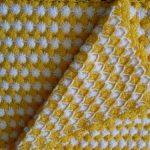 sari-beyaz-ornekli-tig-isi-bebek-battaniye-modeli