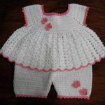 orgu-etekli-sortlu-kiz-bebek-elbisesi