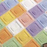 kare-motifleri-olan-fistikli-renkli-bebek-battaniyesi