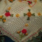 kurdele-gul-nakisli-beyaz-bebek-battaniye