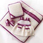 orgu-kiz-bebek-takimli-elbiseli-yer-battaniyesi