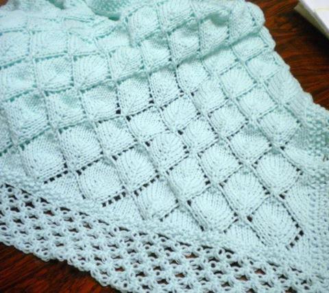orgu-sis-isi-kenarlari-orumcek-ornekli-beyaz-battaniye