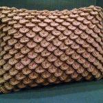 Crocodile-stitch-pillow