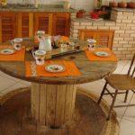 Tuinmeubels-maken-met-een-houten-kabelhaspel