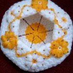 sari-beyaz-boncuk-cicek-suslu-lif-modeli