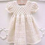 orgu-beyaz-ornekli-bebek-elbise