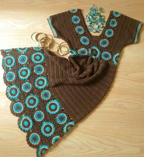 kahverengi-orgu-elbise-tig-isi-yuvarlak-motifli