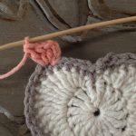 kare-ortasi-kalp-desenli-bebek-battaniyesi-14