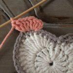 kare-ortasi-kalp-desenli-bebek-battaniyesi-15