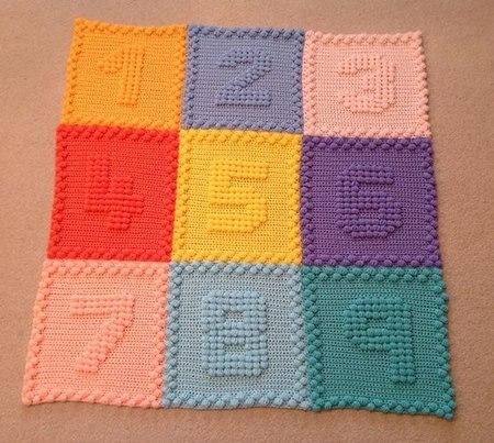 numbers-motifs-baby-blanket