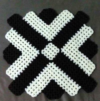 siyah-beyaz-orgu-kare-degisik-lif-modeli