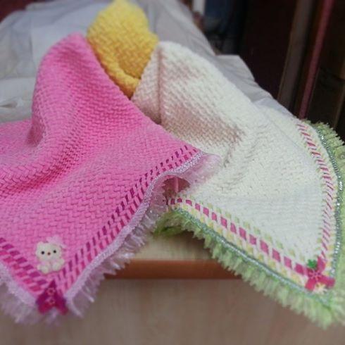 capraz-ornekli-pembe-beyaz-battaniye