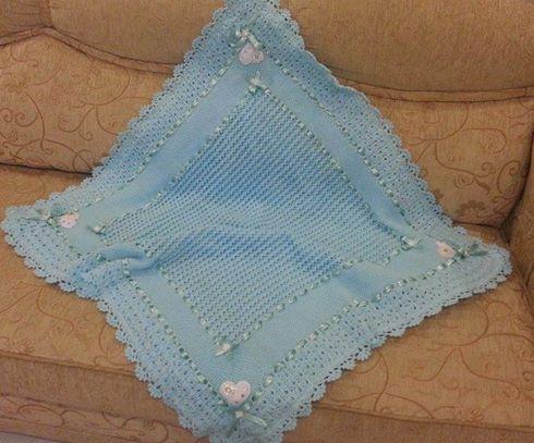 erkek-bebek-kare-kurdeleli-battaniye