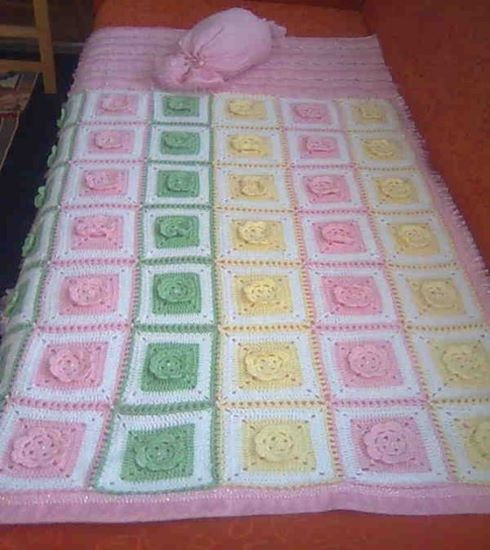 kabartma-gul-desenli-battaniye-motifli