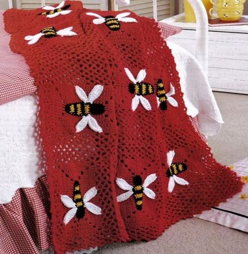 kirmizi-ari-desenli-battaniye