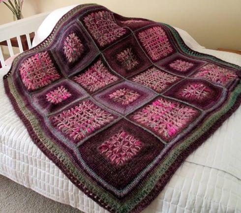 koyu-renkli-orgu-motifli-battaniye