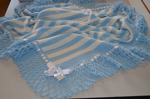 mavi-beyaz-kenarlari-orumcek-modelli-orgu