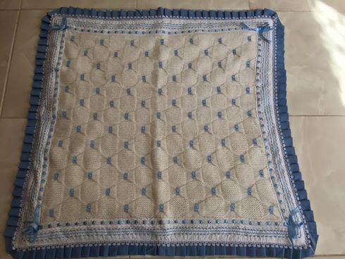 mavi-kurdele-fiyonklu-bebek-battaniyesi