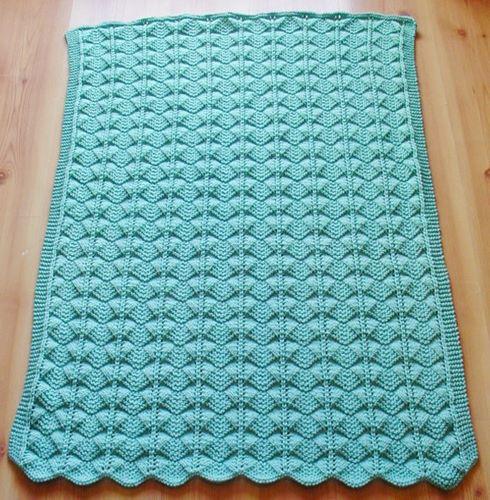 ortada-basaklar-ornekli-bebek-battaniye