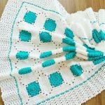 yesil-beyaz-motifli-battaniye