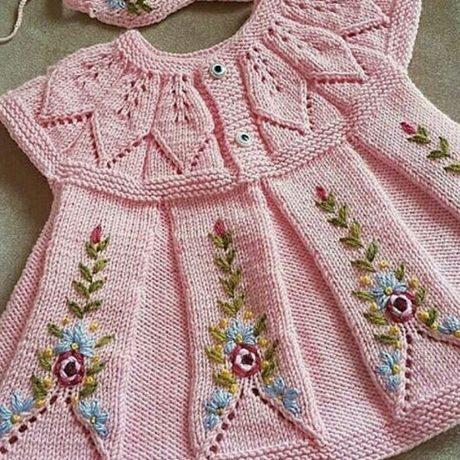 cicek-nakisli-orgu-triko-bebek-elbise