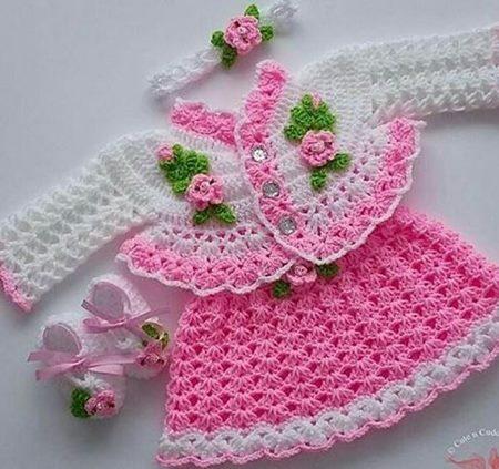 degisk-kendinden-yelekli-orgu-bebek-elbise