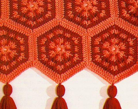 altigen-turuncu-puskullu-motifler