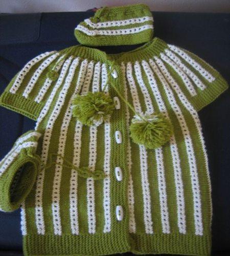 2-renkli-bereli-bebek-yelek-takimli