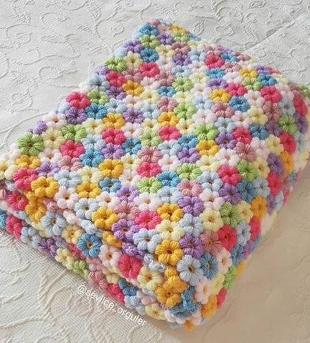 puf-cicekli-pastel-renklerden-battaniye