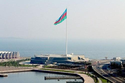 Azerbaycan-Devlet-Bayragı-Meydanı