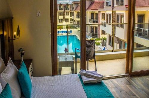 Form-Hotel-Thermal -Spa -Kazdağlari-oda-havuza-bakan