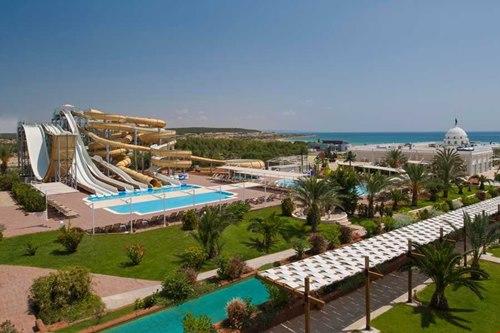 Kibris Bafra-Kaya-Artemis-Resort-Hotel-kaydirakli-havuz