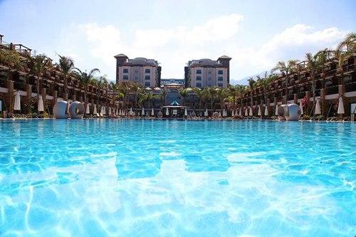 Kibris-Cratos- Premium Hotel-havuz-gorunum