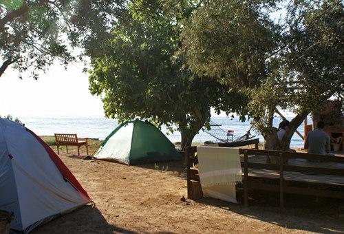 garagara-kamp-deniz-manzaeasi-esliginde-cadir-karavan