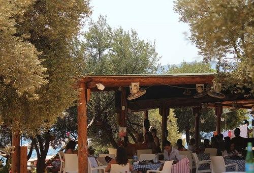 kas-kamping-sahil-cafe-alani