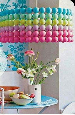 pinpon-toplarindan-dekoratif-masa-lambasi-avize