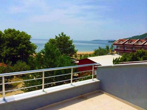 Erdek-Karataş-Apart-Otel-oda-balkon